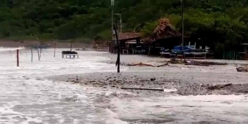 Huracán Norma deja inundaciones en Colima