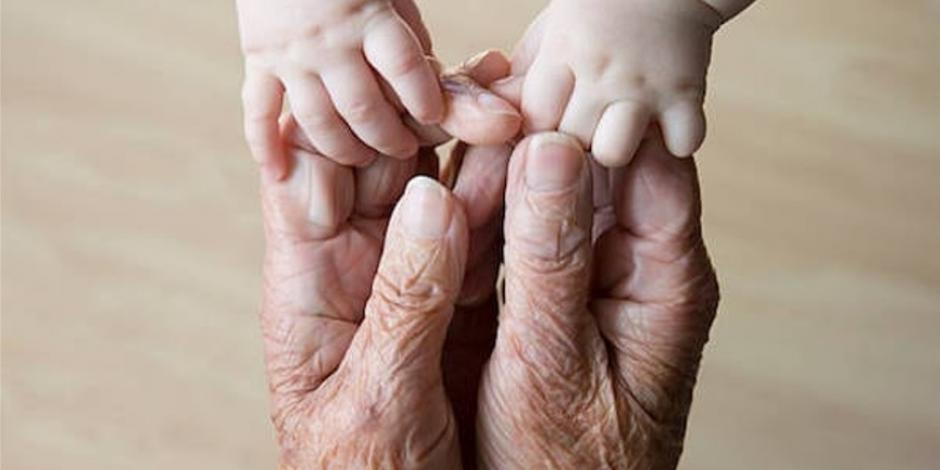 Un abuelito de 100 años de edad y un bebé de meses, dieron positivo covid-19
