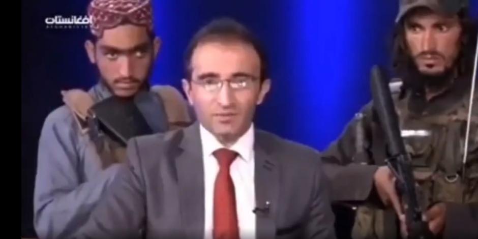 No eran dos talibanes, sino ocho, los que rodeaban con armas al presentador de noticias