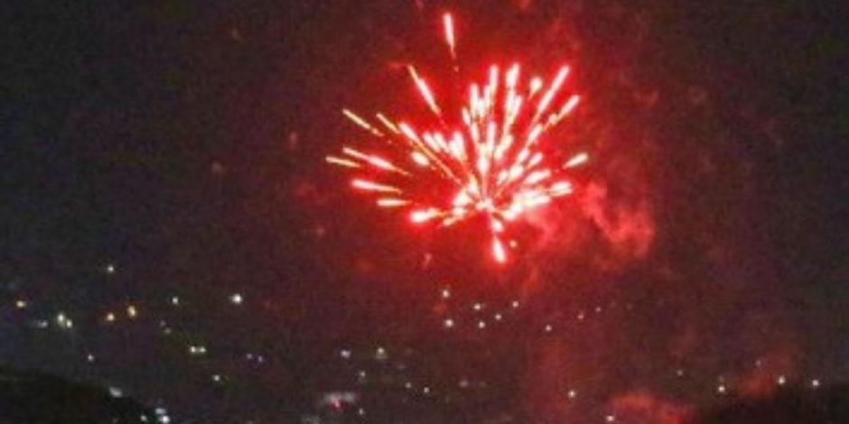 Talibanes celebran salida de EU con fuegos artificiales