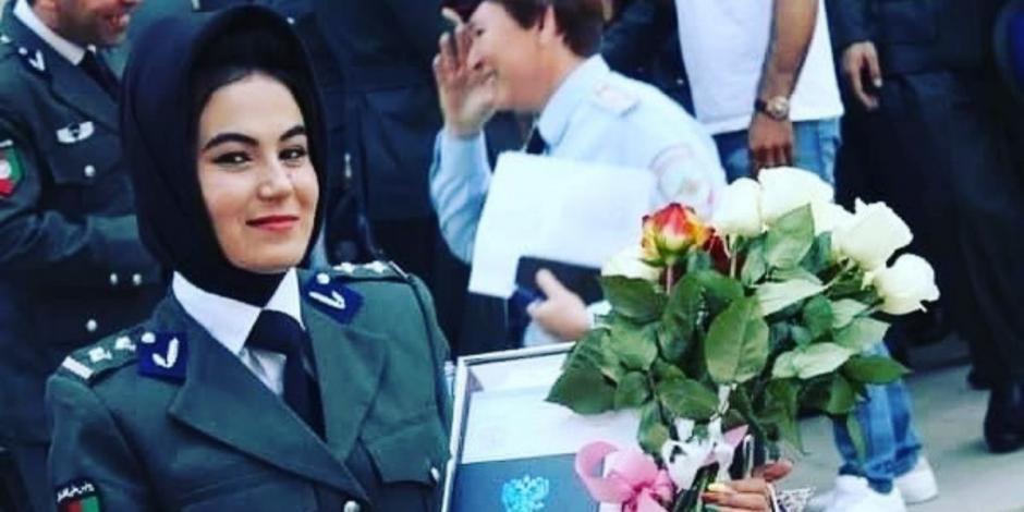 Destacada policía afgana huye del país tras golpiza de los talibanes