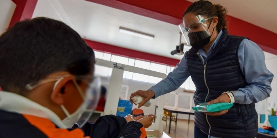 Cierran 12 escuelas en Puebla por aumento de casos COVID-19 en estudiantes